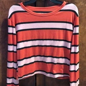 This is a cute long sleeve crop top.